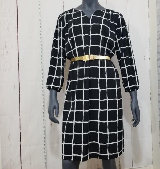 Luxology Dresses & Skirts - LUXOLOGY black/white  dress size 12